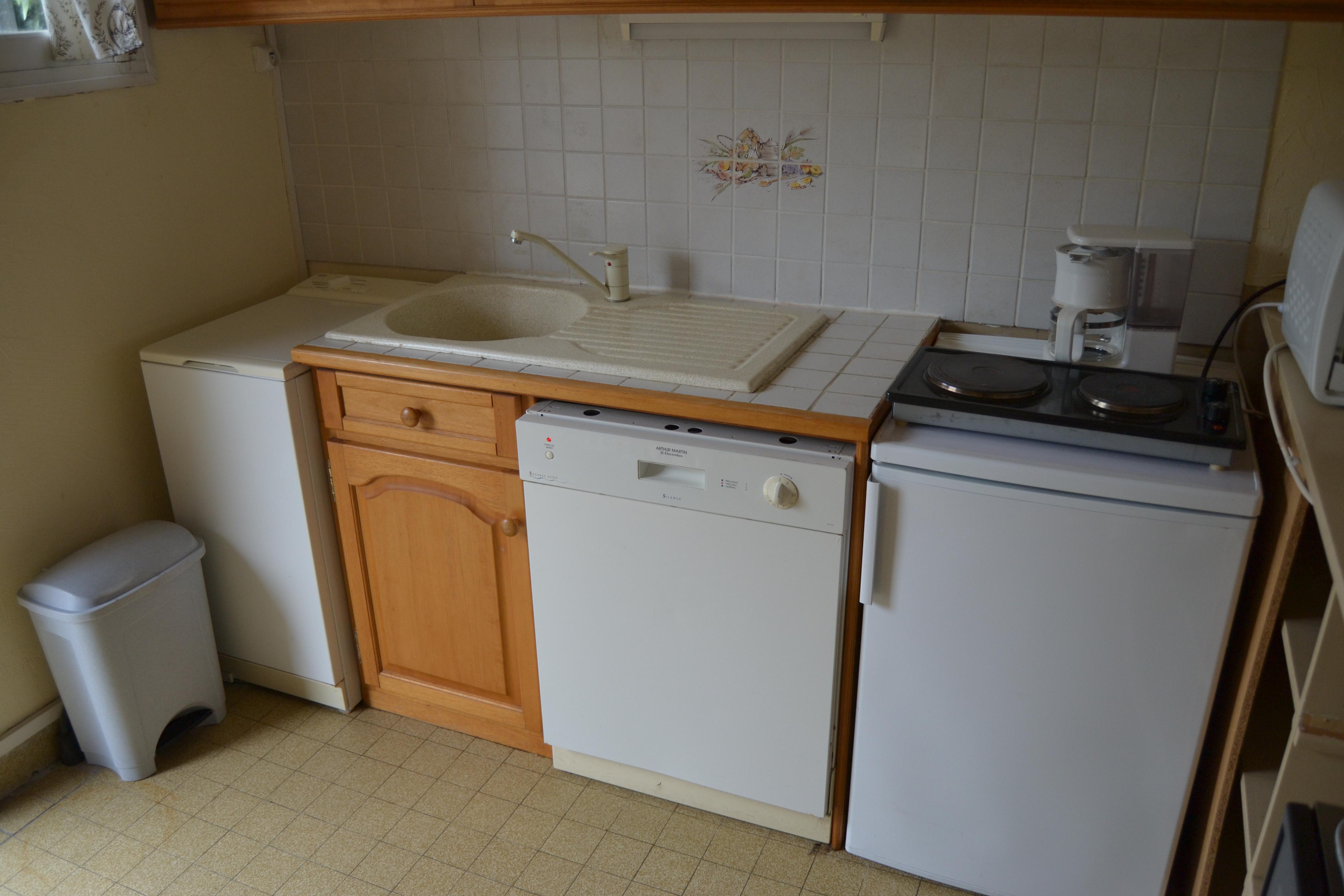 meubles bas de la cuisine lave linge lave vaisselle et r frig rateur avec 2 plaques. Black Bedroom Furniture Sets. Home Design Ideas